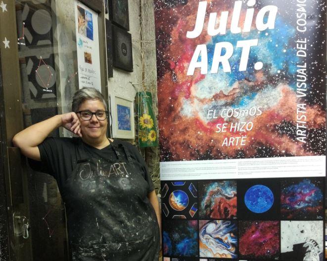 """El COU inaugura la primera exposició """"d'astroart"""" amb l'obra de la pintora JuliaART"""