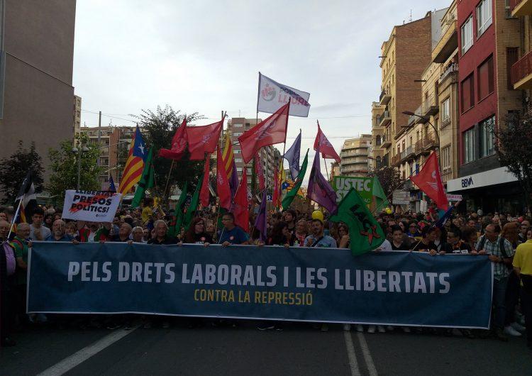 Manifestació multitudinària a Lleida de rebuig a la sentència del Suprem en el marc de la vaga general