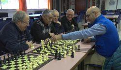 Josep Oms apropa els escacs al Casal de la Gent…