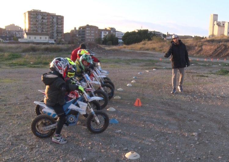 Èxit a l'activitat extraescolar de motociclisme impulsada per l'expilot Dani Hernández