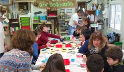 Les famílies participen al repte d'emprenedoria de l'escola Mont-roig