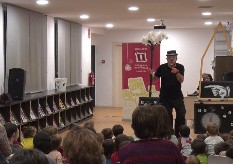 Marcel Gros i el seu espectacle 'Brossa de prop' fan parada a la Biblioteca Margarida de Montferrat