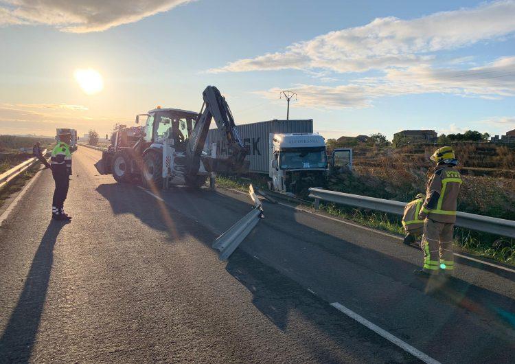 Un camió s'accidenta a Bellcaire