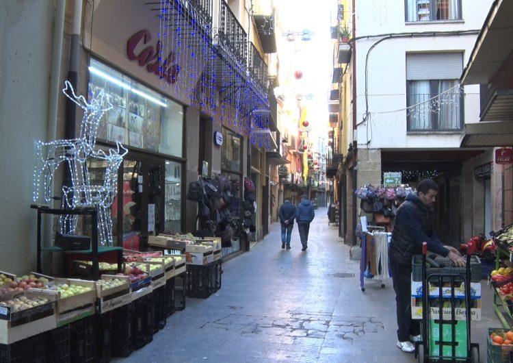 Les associacions de comerciants de Balaguer obsequien els seus clients durant la campanya de compres nadalenques