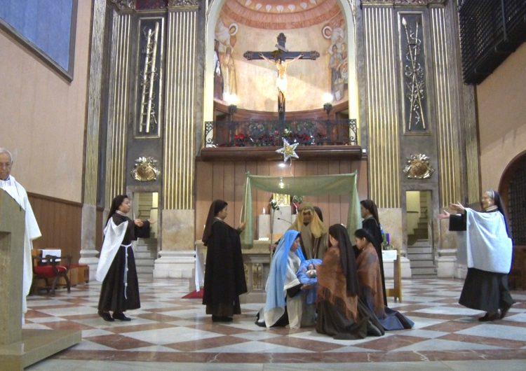 Les germanes clarisses preparen la representació del misteri del Nadal