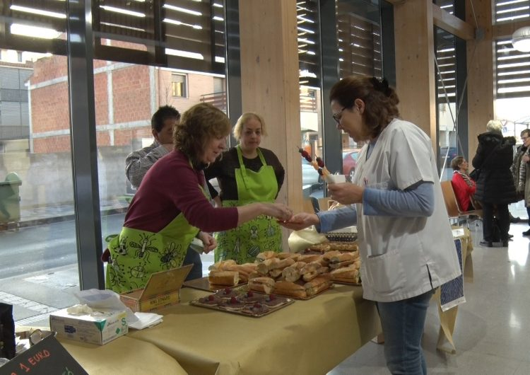 El CAP de Balaguer recapta fons per La Marató de TV3 amb un esmorzar saludable