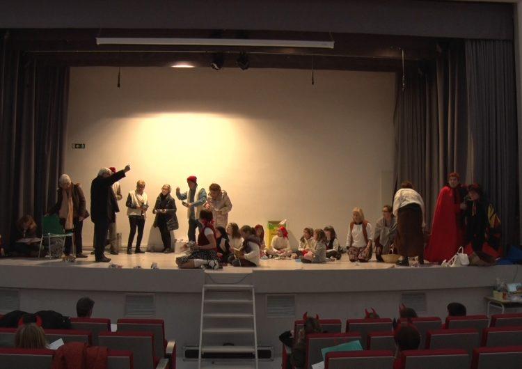 L'escola Vedruna recupera la representació dels Pastorets