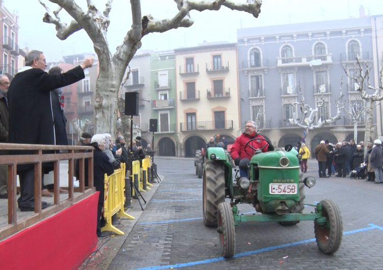 Balaguer celebra els tradicionals Tres Tombs de Sant Antoni