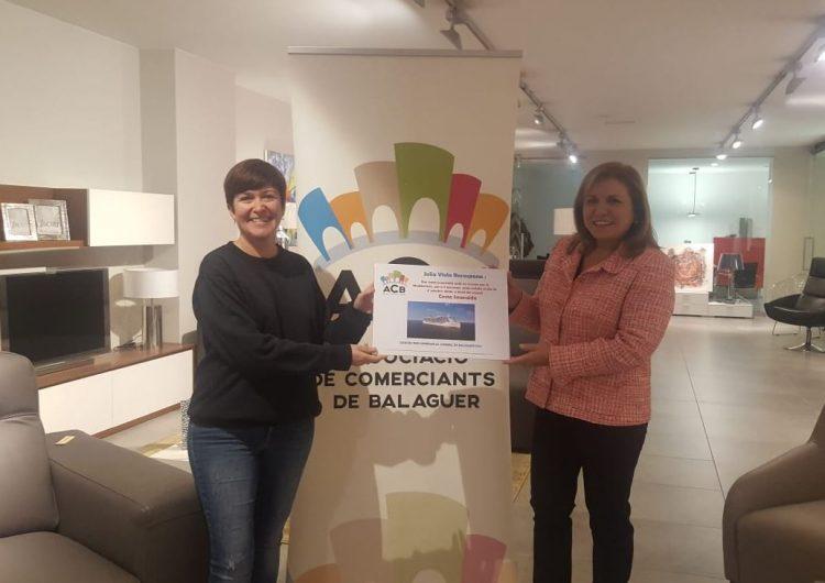 La guanyadora del creuer de l'Associació de Comerciants de Balaguer ha rebut el premi aquest dilluns