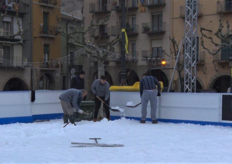 Més de 7.500 persones passen per la pista de gel de Balaguer
