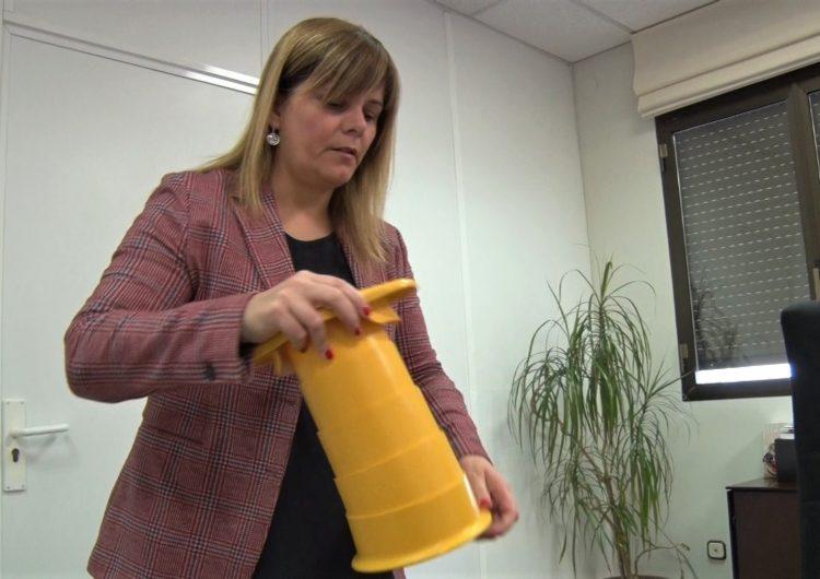 Térmens reparteix 500 premsadores d'envasos per millorar el reciclatge