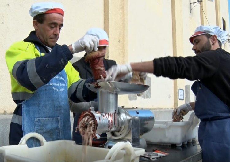 Artesa de Segre es prepara per celebrar la 41a edició de la Matança del Porc