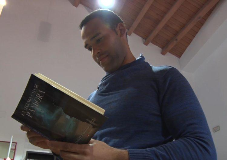 El balaguerí Manuel Bello presenta el seu primer llibre 'La segunda caja de Pandora'