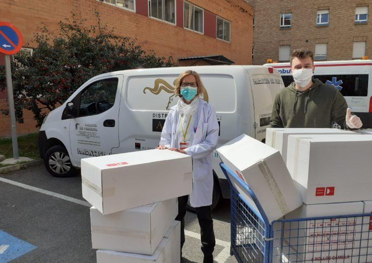 Empreses i entitats donen material sanitari i mascaretes fetes a mà als hospitals Arnau de Vilanova i Santa Maria