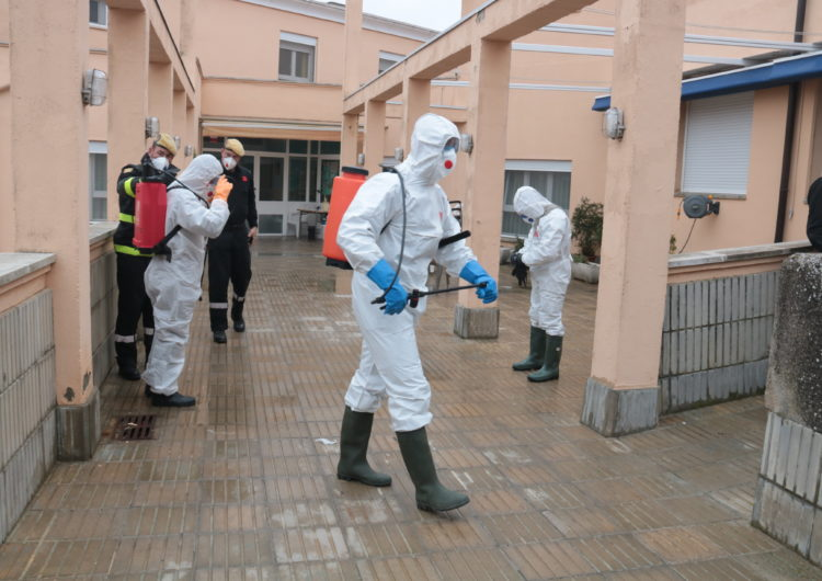 L'UME desinfecta la residència de gent gran d'Àger on es va detectar un brot de coronavirus