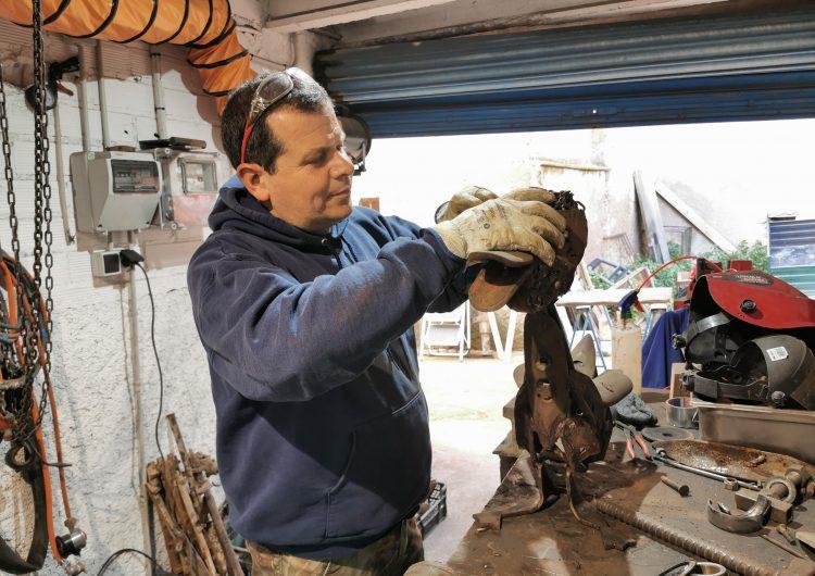 L'artista Jordi Marcos presenta la col•lecció 'Faunia', bestioles de la Noguera fetes en ferro