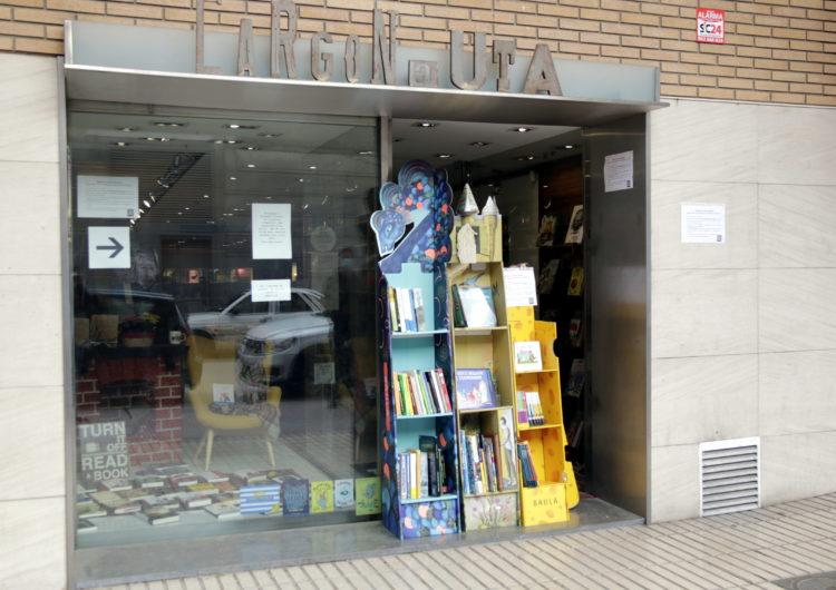 La llibreria l'Argonauta de Balaguer recapta 1.300 euros per a l'Hospital Arnau de Vilanova