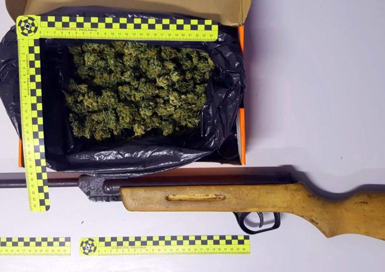 Detingut un veí de Balaguer després de trobar-li marihuana i una carrabina sense llicència amagats al cotxe, a Osca