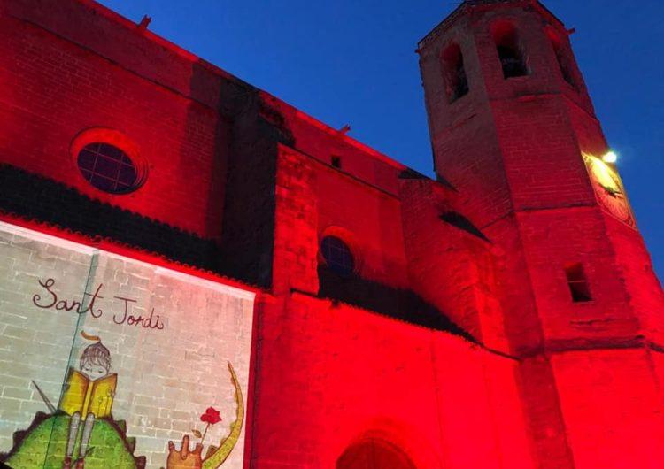 Balaguer il·lumina de vermell l'església de Santa Maria per finalitzar la Diada de Sant Jordi