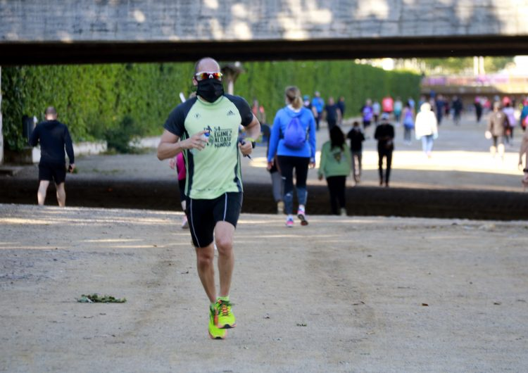 """El govern espanyol flexibilitza els horaris en nuclis de menys de 10.000 habitants i """"reforçarà"""" l'ús de mascaretes"""