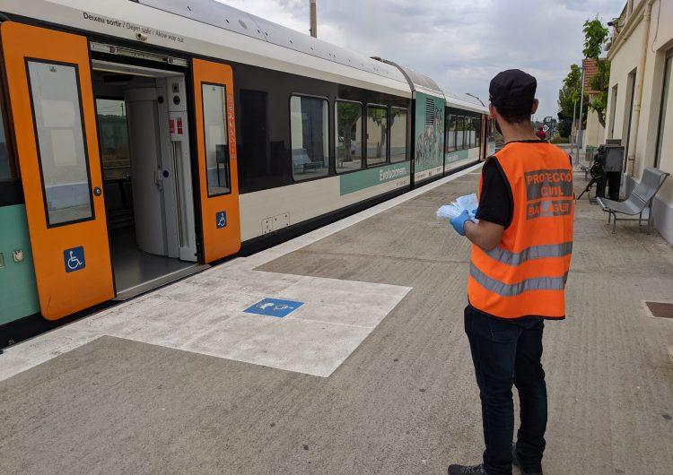 Balaguer reparteix mascaretes als usuaris del transport públic