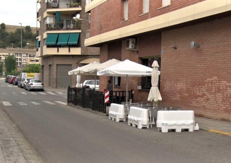 La Paeria de Balaguer facilita pilones a les terrasses perquè ampliïn l'espai a la via pública