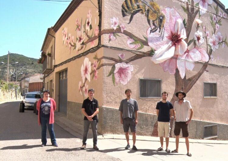 Os de Balaguer inaugura el primer mural de gran format que incorpora escultura a la comarca