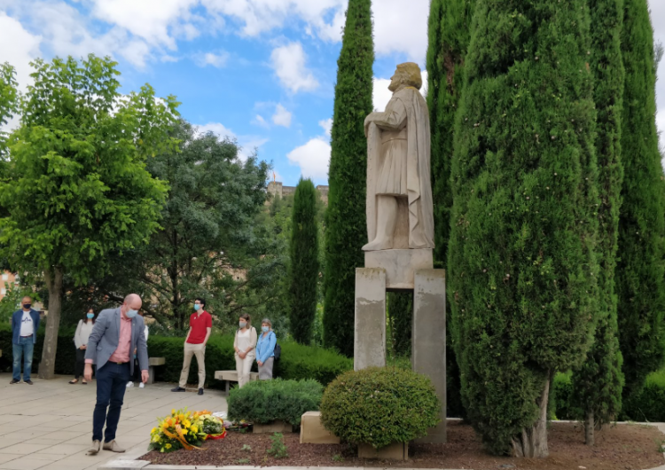 Ofrena floral atípica al comte Jaume d'Urgell
