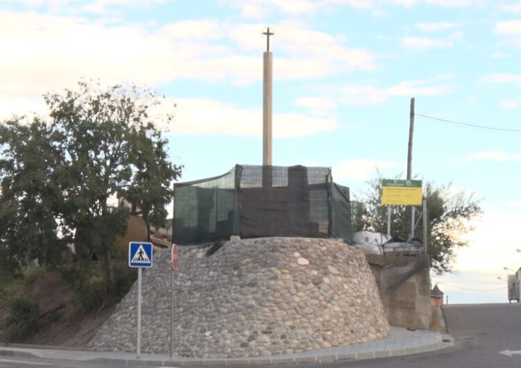 Vallfogona de Balaguer ha recuperat la creu de terme situada a l'Hostal Nou i la Codosa