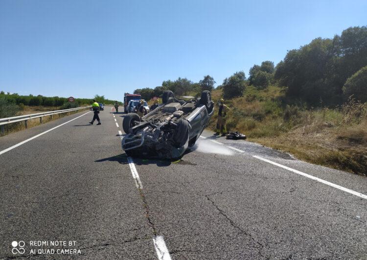Mor el conductor d'un cotxe en una sortida de via a la C-13 a la Sentiu de Sió