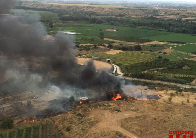 Els Bombers extingeixen dos petits incendis de vegetació a Vallfogona de Balaguer i Albesa
