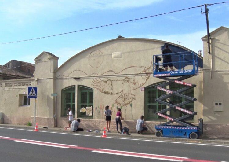 Els participants al JoVa d'Algerri pinten el primer mural del municipi