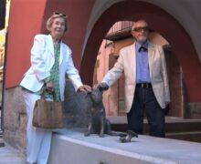 Encontats homenatja a l'escriptor Josep Vallverdú amb una escultura dedicada al popular gos Rovelló