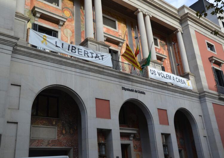 Les banderes de la Diputació de Lleida a mig pal amb motiu del 80è aniversari de l'afusellament del president Lluís Companys