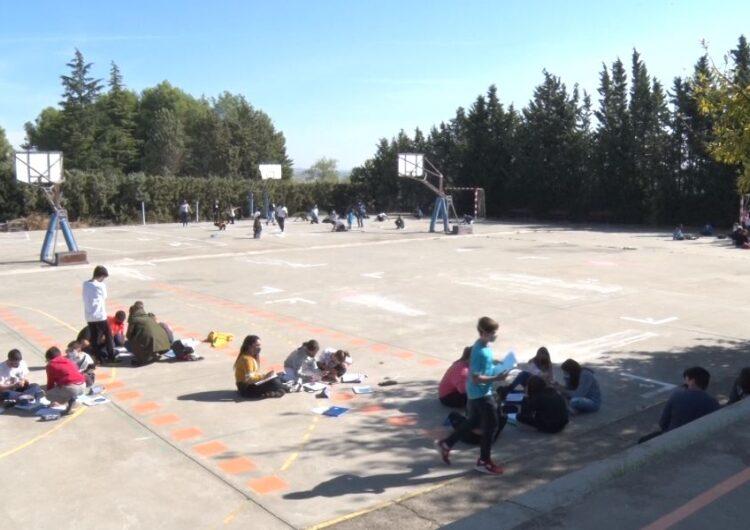 L'INS Almatà trasllada les seves classes a l'exterior