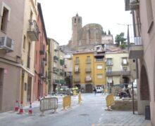 La Paeria de Balaguer repara el paviment de la plaça Sant Salvador