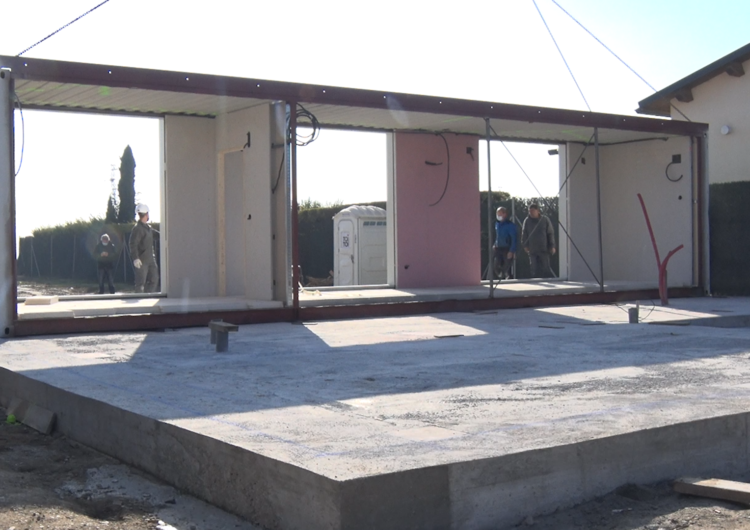 Construeixen a Menàrguens el primer habitatge modular sostenible de la comarca