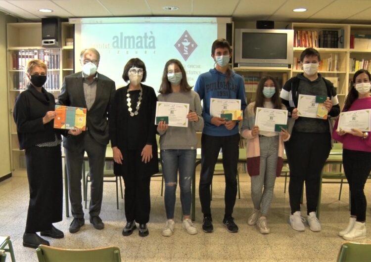 Un tríptic sobre reciclatge de medicaments fet a l'Institut Almatà de Balaguer, millor de Catalunya