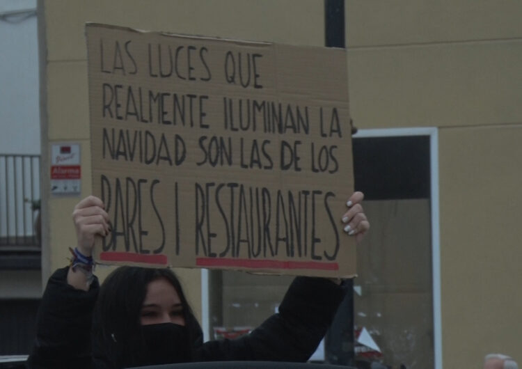 Marxa lenta del sector de la restauració de Balaguer en protesta per les noves restriccions