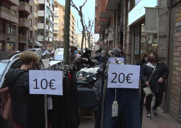 Els carrers de Balaguer s'omplen de parades pel Mercat de les Rebaixes
