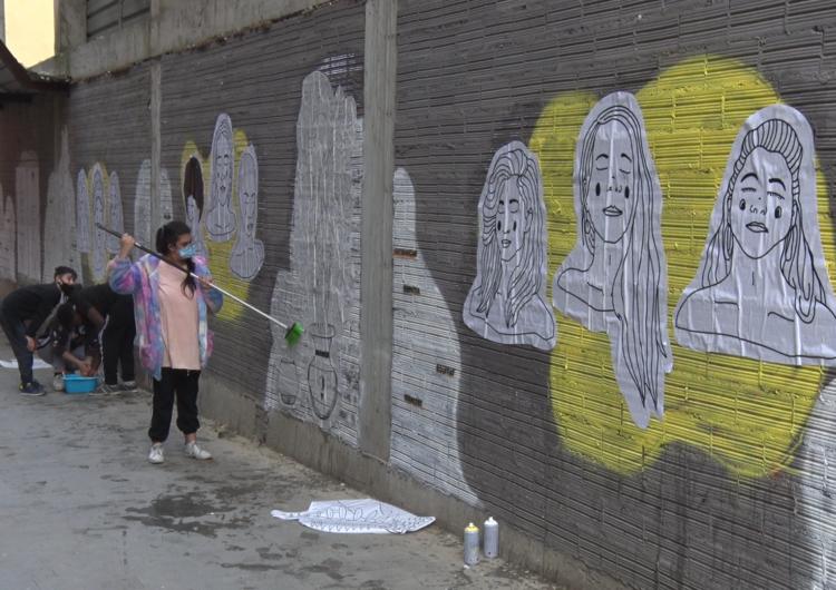 La Paeria realitza un taller d'art urbà al carrer Sant Jaume pels joves del Centre Històric