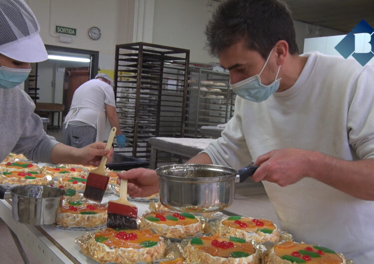 Els pastissers confien recuperar les xifres d'abans de la pandèmia en la venda de mones de Pasqua
