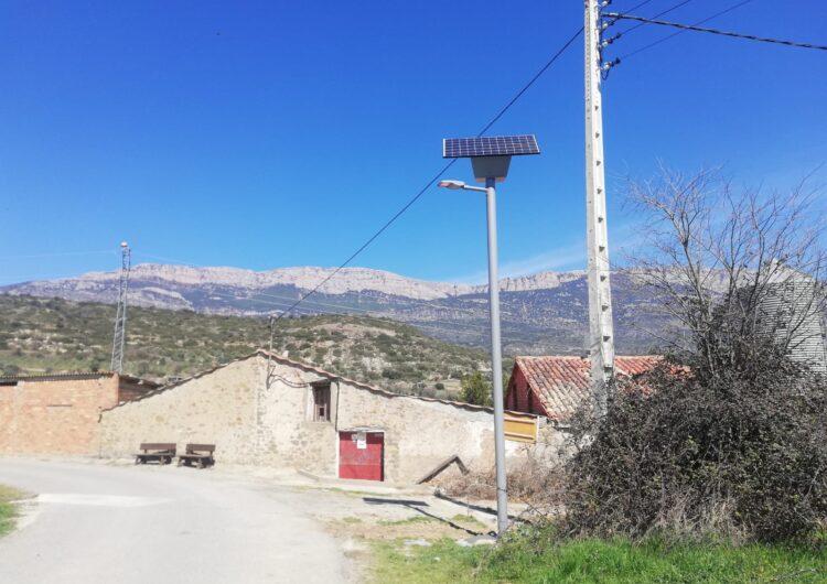 Àger fa una aposta per les energies netes i instal·la un fanal solar al poble de la Règola