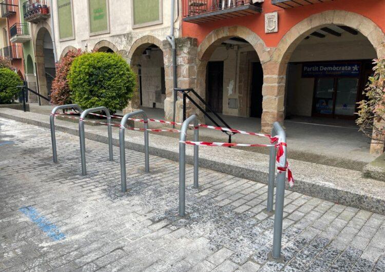 La Paeria de Balaguer ha començat a instal·lar els nous aparcabicicletes en diferents zones de la ciutat