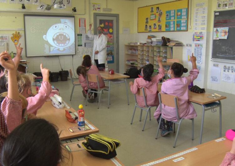"""La Clínica Dental Balaguer imparteix el taller """"Cuidem el Somriure"""" als alumes de l'escola Àngel Guimerà"""