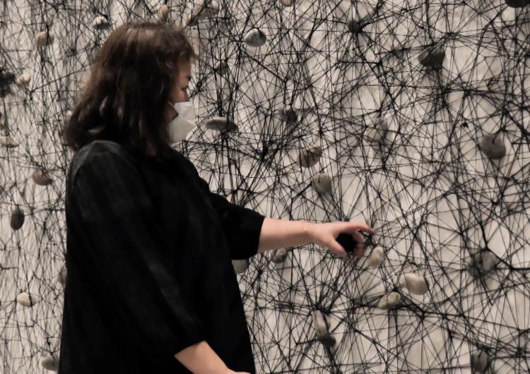 "Chiharu Shiota: ""Saber d'on venim ens ajudarà a saber cap on ens dirigim"""