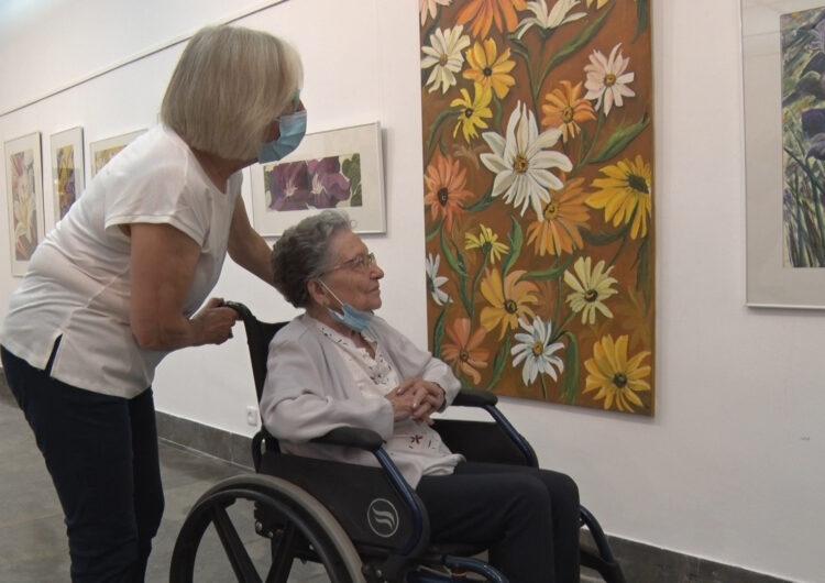 Exposa les seves pintures per primer cop amb 93 anys