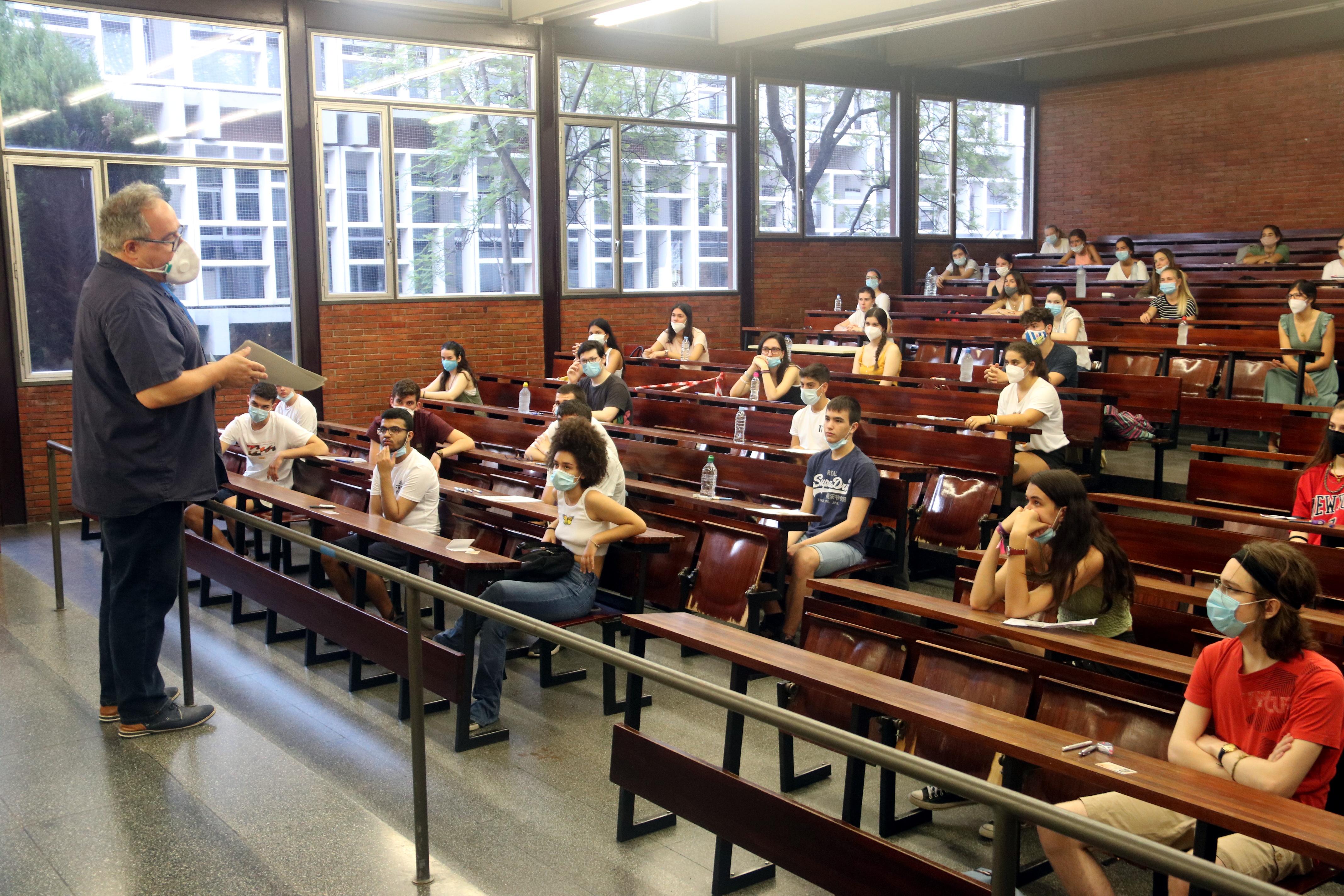 Prop de 40.000 estudiants del batxillerat marcat per la pandèmia comencen la selectivitat aquest dimarts