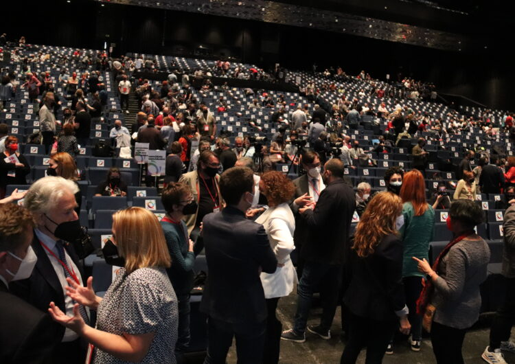 El Govern manté les reunions de 10 persones i amplia al 70% l'aforament de congressos i cerimònies religioses o civils