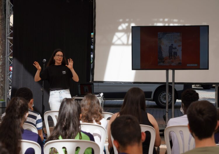 """La dissenyadora Lara Costafreda parla sobre """"Creativitat pel canvi social"""" a la 1a Jornada d'Il·lustració i Disseny Gràfic Ciutat de Balaguer"""